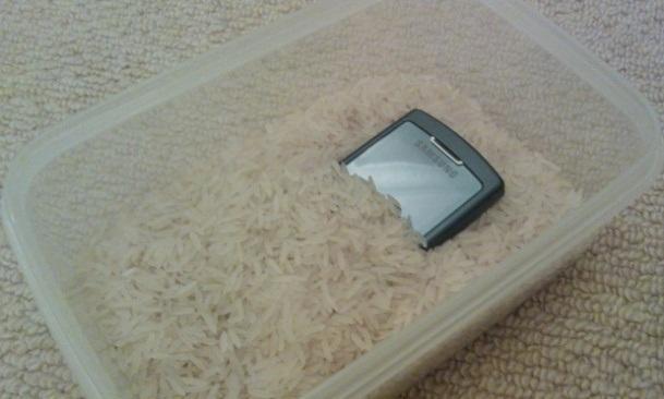 Cách xử lý khi điện thoại bị vô nước