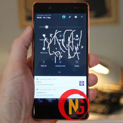 Mặt kính Nokia 8 bị ố màu, hở keo