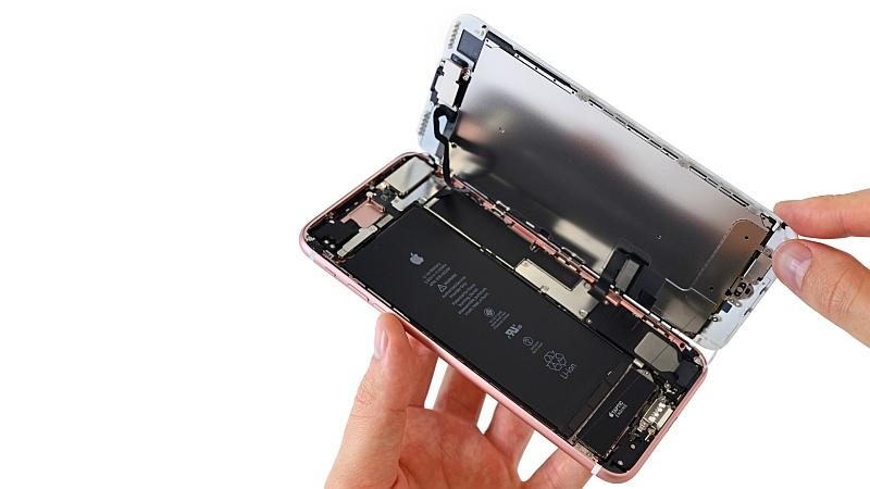 Thay pin iPhone chính hãng giá rẻ tại Nguyễn Gia
