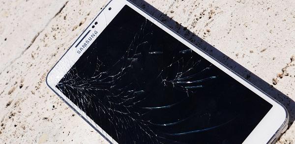 Những lưu ý khi màn hình điện thoại Samsung bị vỡ