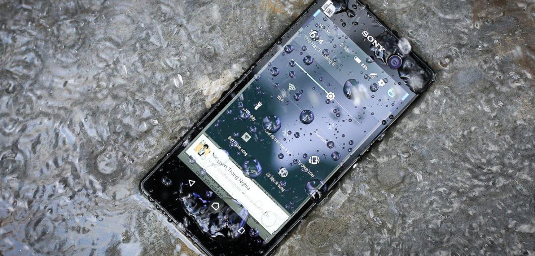 Smart phone có thể kháng nước như thế nào?