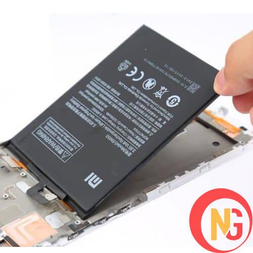 Pin Xiaomi phù làm hở màn hình